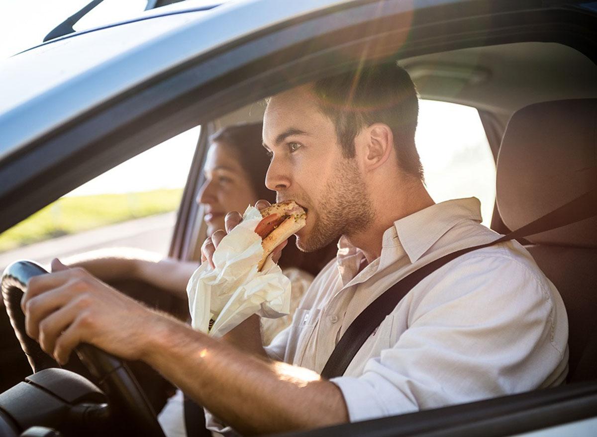 Chuẩn bị thực phẩm, đồ uống để nạp năng lượng khi lái xe